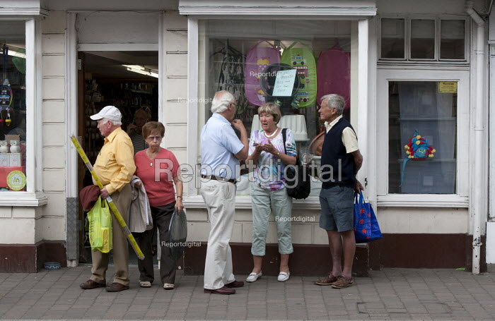 Pensioners talking and shopping, High Street. Pershore, Worcestershire - John Harris - 2015-06-25