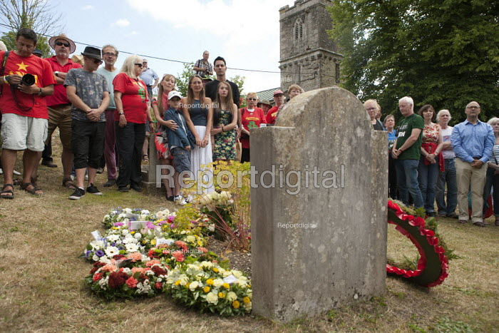 Wreath laying at the grave of James Hammett, Tolpuddle Martyrs' Festival. Dorset - John Harris - 2015-07-19