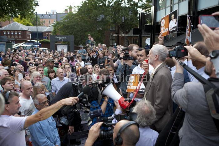 Jeremy Corbyn Rally Nottingham speaking to overflow rally outside - John Harris - 2015-08-20