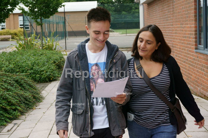 Pupil GCSE exam results day Alcester. Mother accompanying. - John Harris - 2015-08-20