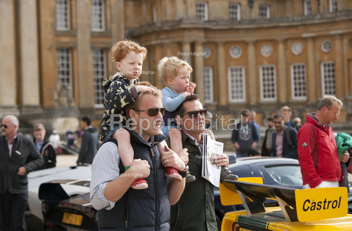Salon Prive Supercar Show Blenheim Palace Oxfordshire Fathers with boys on their shoulders - John Harris - 2015-09-05