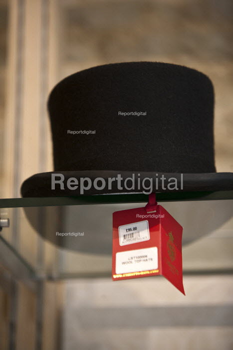 A wool top hat for �95 gift shop Blenheim Palace Oxfordshire - John Harris - 2015-09-05