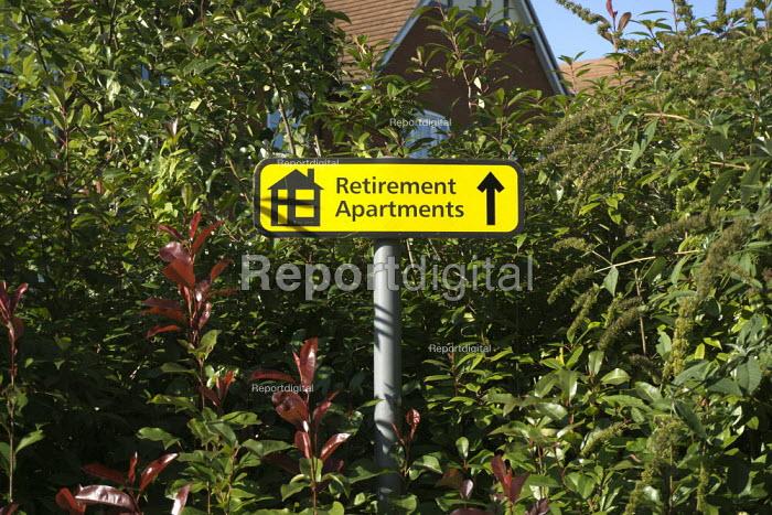 Retirement Apartments sign, Stratford Upon Avon - John Harris - 2015-09-29