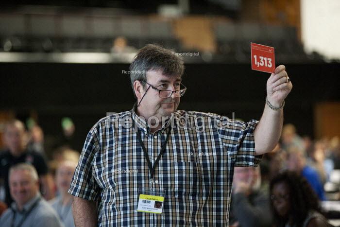 Tony Woodhouse Unite card vote TUC conference Brighton - John Harris - 2015-09-15