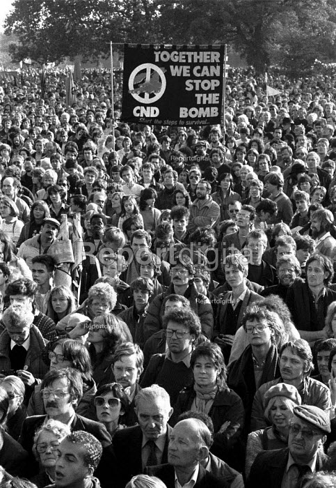Unilateral nuclear disarmament, a hugh CND demonstration by peace campaigners in Hyde Park. Estimates of numbers varied between 250,000 to 500,000 people - John Harris - 1981-10-07