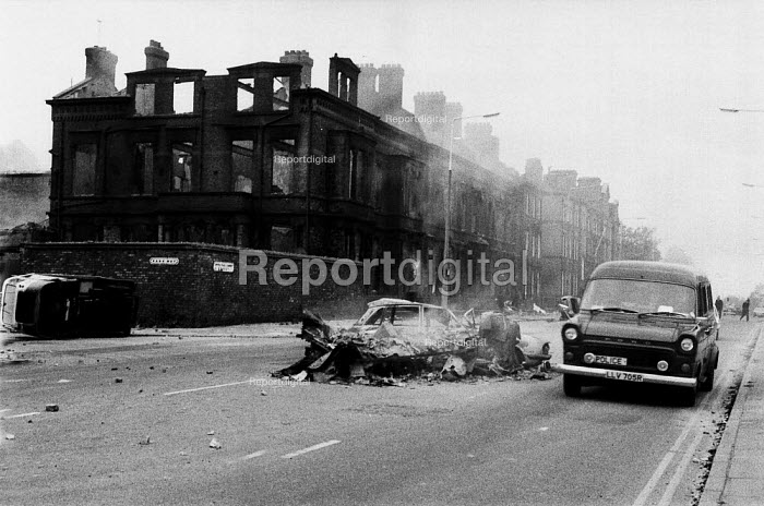 Police van at dawn amongst the aftermath of a weekend of some of the worst inner city urban riots in mainland Britain. Many accuse the police of racism, Toxteth riots, Liverpool 1981 - John Harris - 1981-07-06