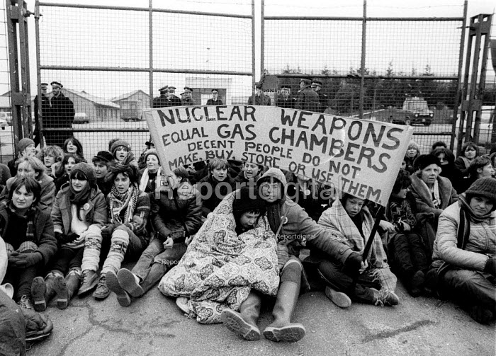 Blockade the base women protest by sitting down at Greenham Common USAF American Airforce Base from which cruse missile launchers were deployed. 1982 ... - John Harris - 1982-10-10
