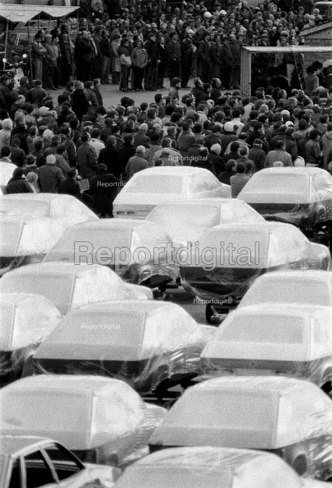 Car workers at a trades union mass meeting during a strike over hand washing times at British Leyland BL car factory Cowley Oxford. - John Harris - 1983-03-04