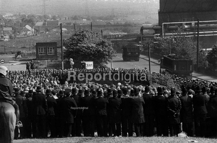 Police surround picketing miners as a convoy of coke lorries leave the plant for Scunthorpe Steelworks. Orgreave coke works Miners strike Sheffield South Yorkshire - John Harris - 1984-05-29