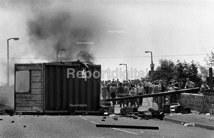 Picketing miners behind burning barricade. Orgreave coke works Miner's strike Sheffield South Yorkshire - John Harris - 1984-05-29