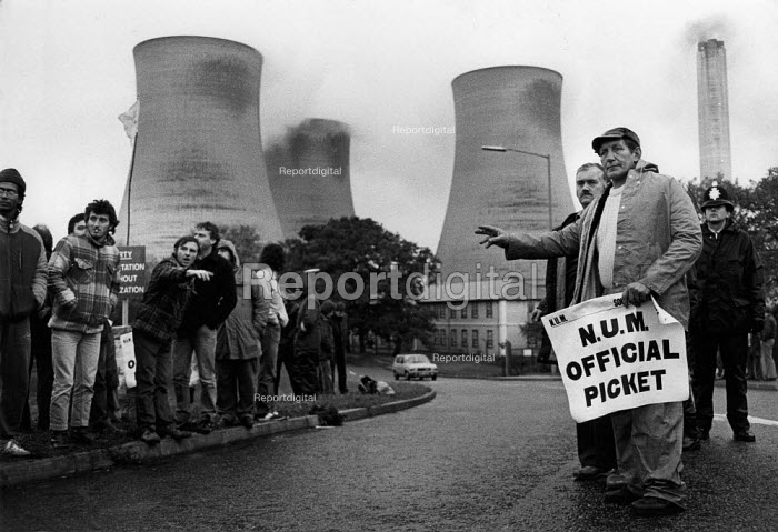 Mass picket of striking miners attempting to stop oil being delivered by road to Didcot Power Station Oxfordshire, where NUR railway workers are refusing to handle new coal stocks. - John Harris - 1984-10-24