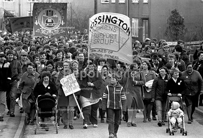 Miner's Wives support group leading the return to work as the strike ends. Rossington pit village - John Harris - 1985-03-04