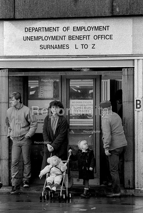 Mother and children and claiments unemployment benefit office Kirby Liverpool 1986 An area of high unemployment, poverty, multiple deprivation and dependency on welfare - John Harris - 1986-11-04