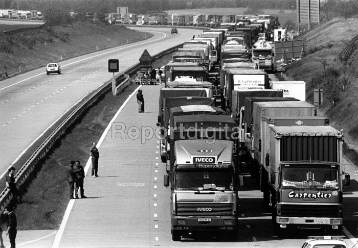Lorries queuing on the motorway outside Dover port waiting to cross the channel due to the NUS and P&O dispute. The P&O ferry company sacked the workers in an attempt to derecognise the National Union of Seamen - John Harris - 1988-04-26