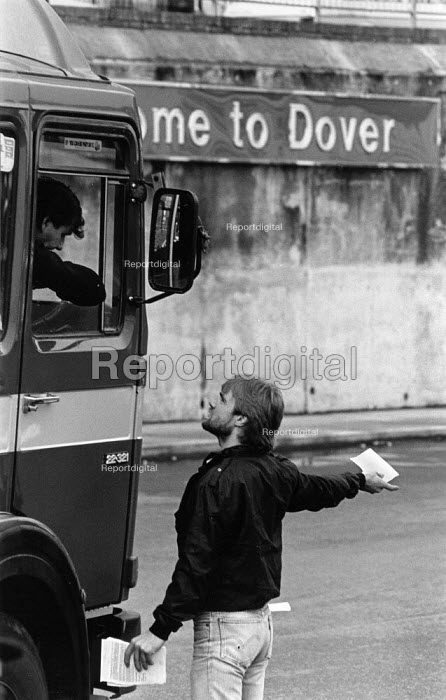 Dover Port NUS and P&O dispute. Seafarers attempt to persuade lorry drivers not to board the ferries crewed by strike breaker The P&O ferry company sacked the workers in an attempt to derecognise the National Union of Seamen - John Harris - 1988-04-26