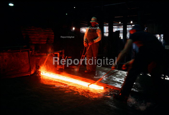 Rolling out iron in a steel mill in the Midlands - John Harris - 1988-05-01