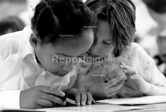 Pupils helping each other count during a maths lesson Primary school Birmingham - John Harris - 1988-07-19