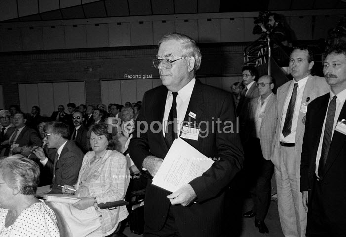 A smiling Eric Hammond EEPTU walking out of the TUC Congress 1988 prior to expulsion for undermining other trades Union agreements with employers (at News International Wapping) - John Harris - 1988-09-05