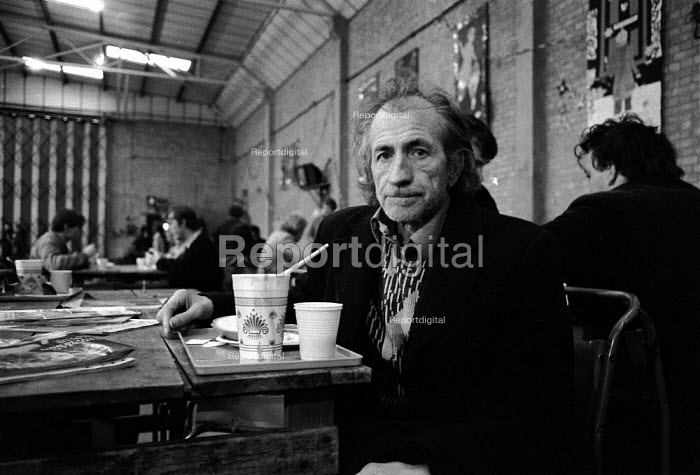Homeless man in temporary shelter provided by charitable donation to Crisis at Christmas which provide accommodation and food of the festive winter period - John Harris - 1988-12-23