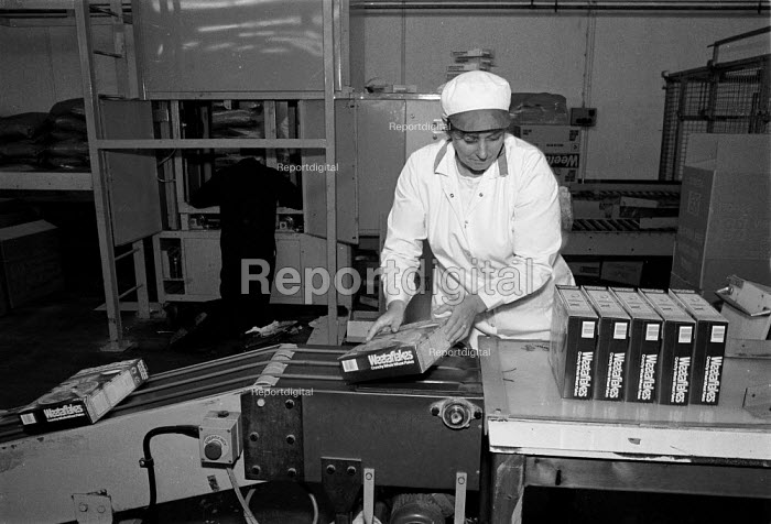 Working on Weetabix factory production line Kettering Many employees are women and work part time and are low paid - John Harris - 1988-09-29