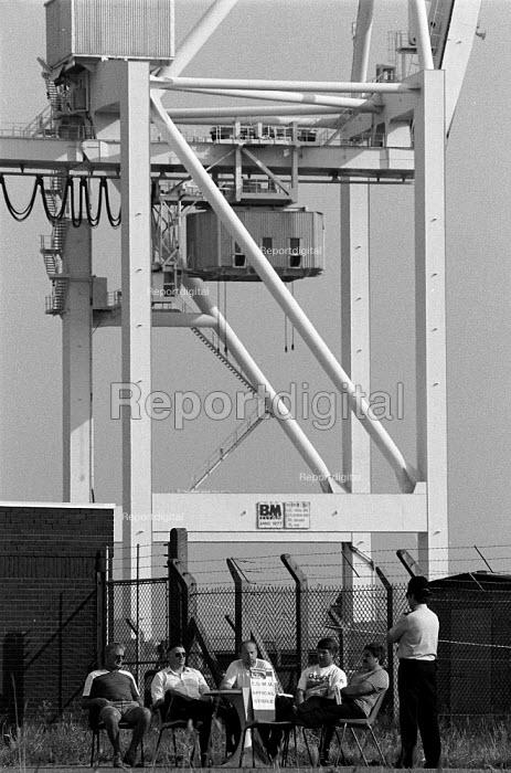 Picketing during the national dock strike Bristol, National Dock Labour Scheme abolished 1989 - John Harris - 1989-07-31