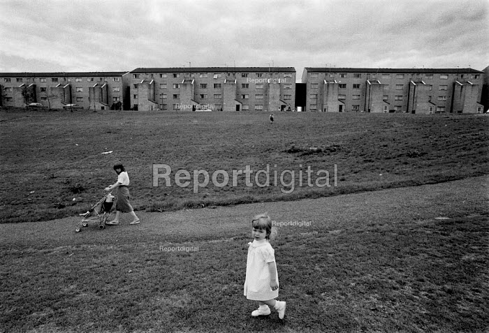 Mother with a pushchair and child walking, High View, Billybanks council housing estate Penarth South Wales an area of poor housing and multipul deprivation - John Harris - 1989-08-18