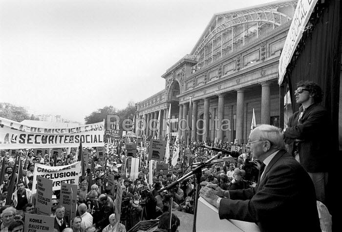 Jack Jones pensioners leader speaking ETUC rally for an EU Social Charter of workers rights, Brussels 1989 - John Harris - 1989-10-18