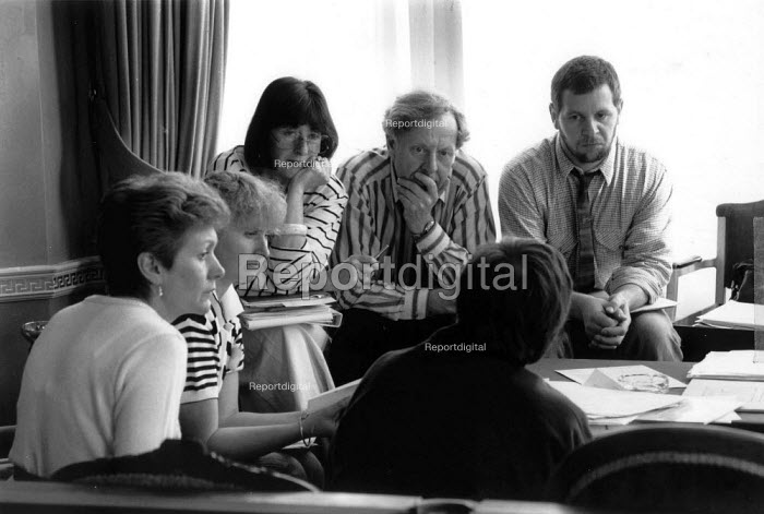 Primary school teachers in a discussion group - John Harris - 1990-04-11