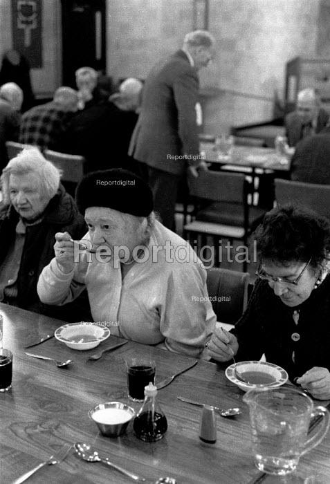 Pensioners at a luncheon club, council day center, Balsall Heath, Birmingham 1994 - John Harris - 1994-11-09