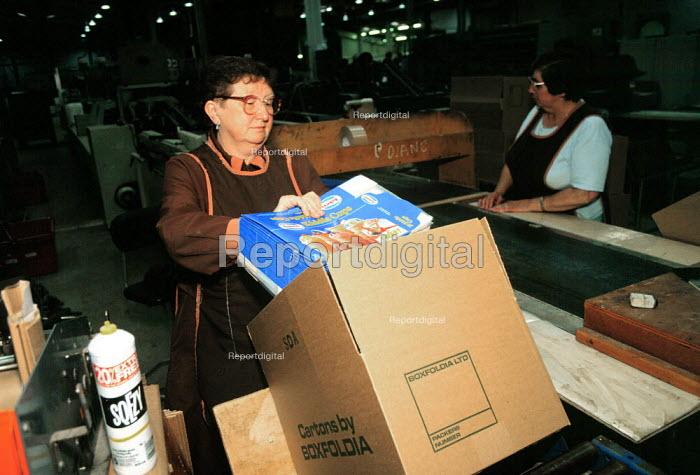 Print worker packing cartons at a printing factory ... - John Harris - 1995-06-23