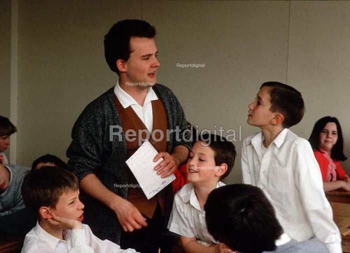 Teacher talking to pupil secondary school  ... - John Harris - 1995-04-09