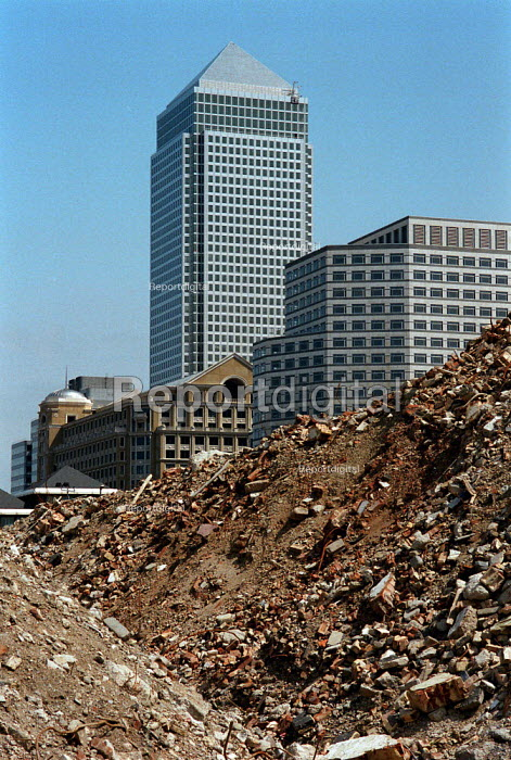 Canary Wharf Docklands London. Land clearance to make way for development, Independent and Mirror newspaper production offices - John Harris - 1995-08-19