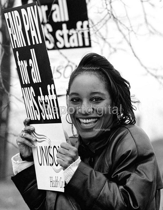 NHS fair pay protest Russell Hall Hospital Dudley - John Harris - 1995-03-30
