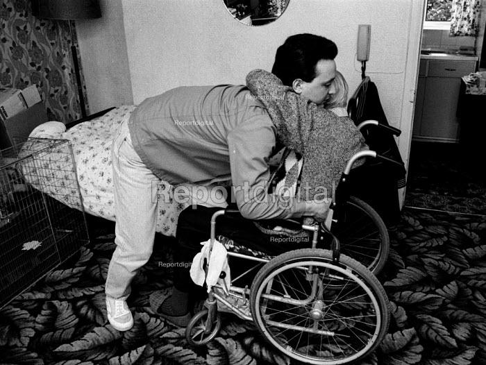 Social services home help lifting disabled pensioner - John Harris - 1995-07-08
