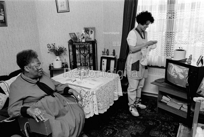 Social services home help with disabled pensioner, Birmingham - John Harris - 1995-07-08