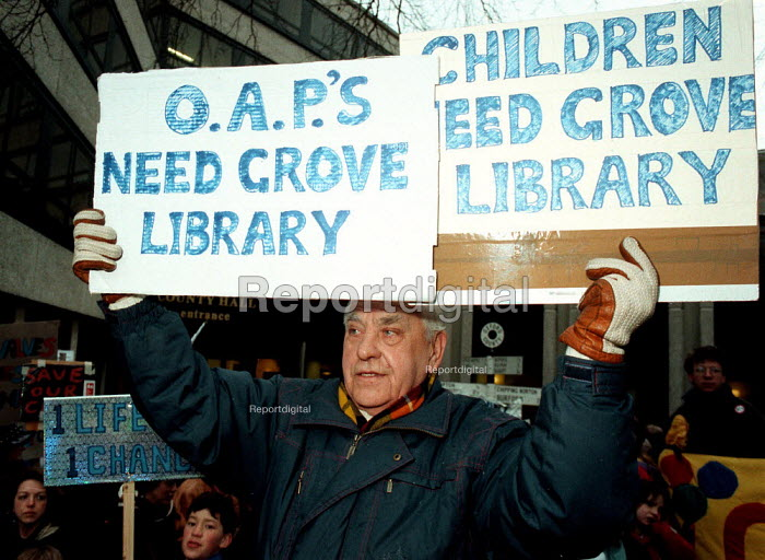 A pensioner joins lobby Oxford Council meeting against cuts in expenditure on Libraries - John Harris - 1996-02-13