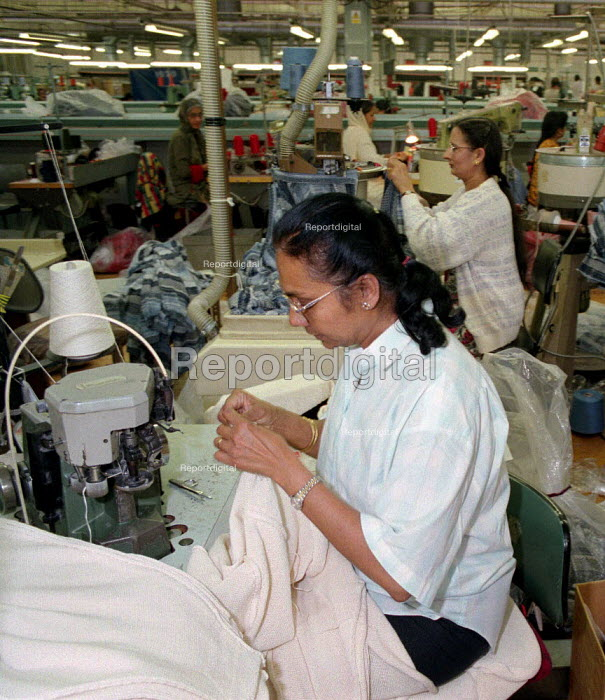Working in a textile factory Leicester - John Harris - 1996-02-05
