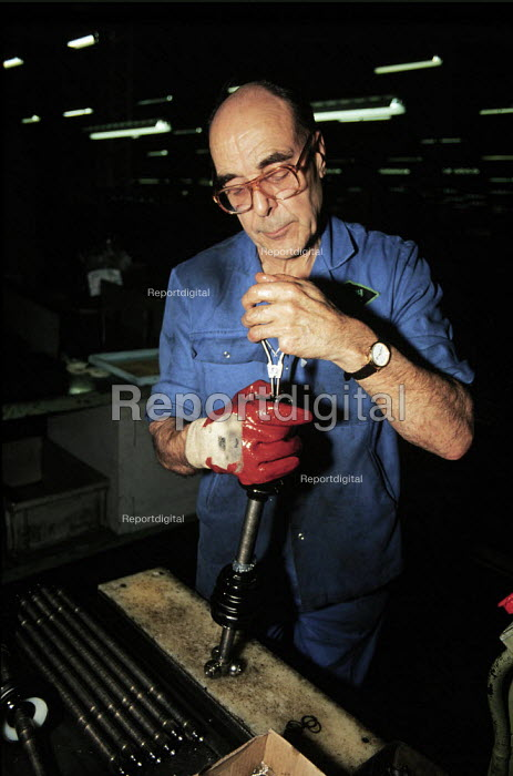 Manufacturing car parts in GKN factory Midlands - John Harris - 1996-03-23