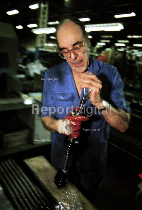 Manufacturing car parts in GKN factory Midlands - John Harris - 1996-03-23