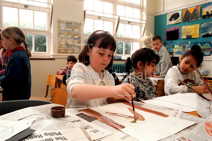 Pupils painting traced facades of buildings from history, lesson at a Combined Junior and Infant school in the Midlands - John Harris - 1996-06-20