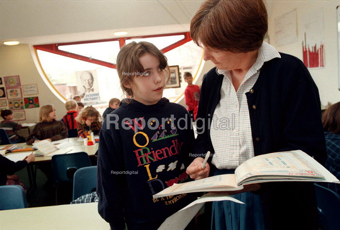 Teacher assessing pupil understanding lesson at a Combined Junior and Infant school in the Midlands - John Harris - 1996-06-20
