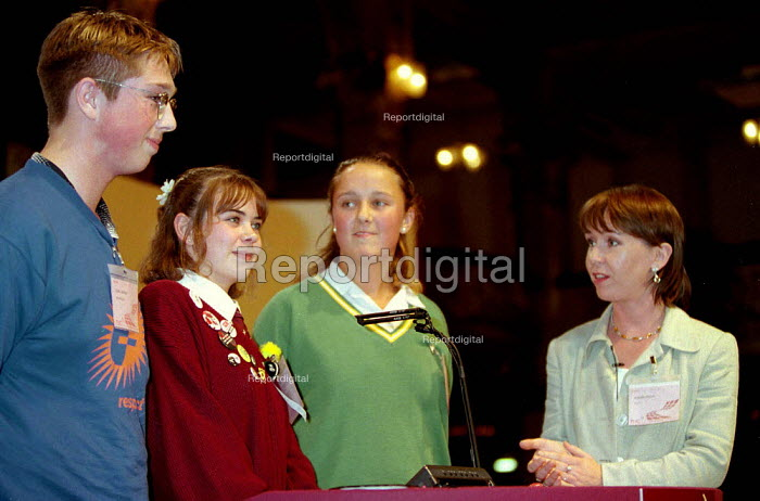 Susan Tully of Eastenders with Youth TUC presentation at TUC Conference 1996 - John Harris - 1996-10-01