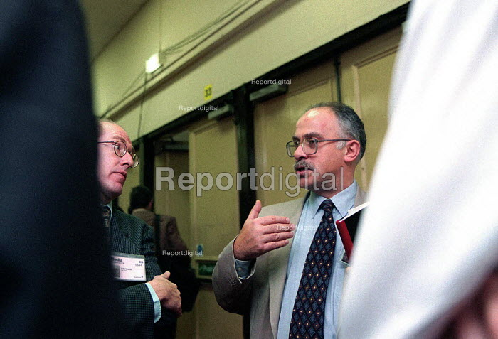 David Hill Labour Party press officer talking to journalists Labour Party conference 1996 - John Harris - 1996-06-09