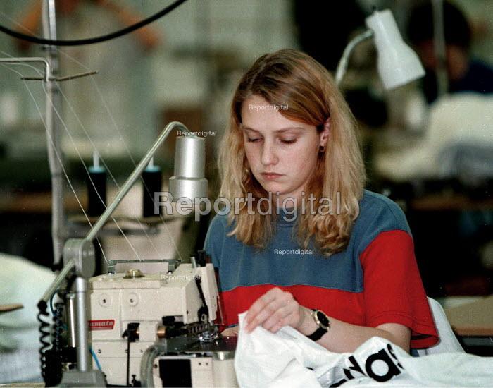 Textile worker Brindly Ford Staffordshire - John Harris - 1997-01-10