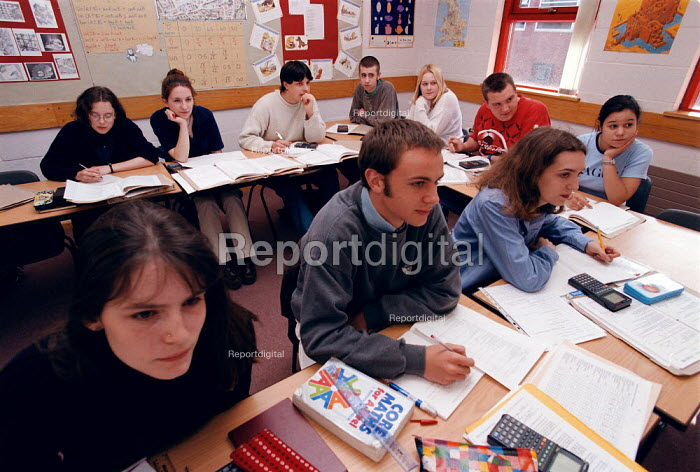 Students studying maths at a Further Education College - John Harris - 1997-04-08