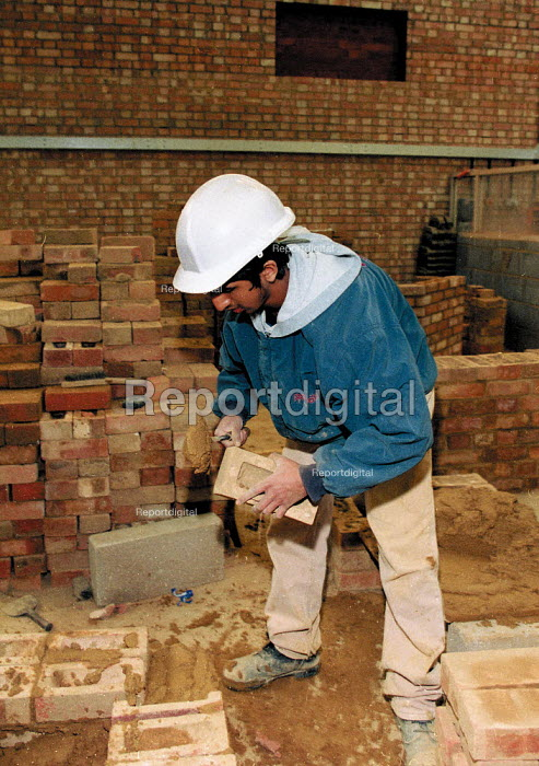 Training to be a bricklayer Further Education college - John Harris - 1997-04-10