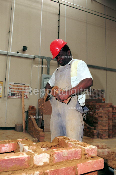 Adult training to be a bricklayer Further Education college - John Harris - 1997-04-10
