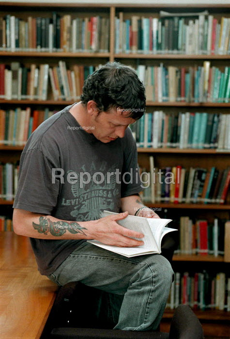 Mature student studying in a library at a Further Education College - John Harris - 1997-04-17