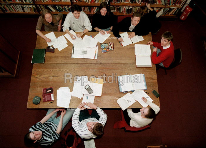 Students studying in a library at a Further Education College - John Harris - 1997-04-08