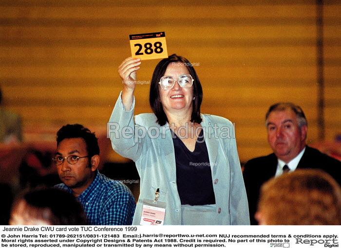 Jeannie Drake CWU card vote TUC Conference 1999 - John Harris - 1999-09-16